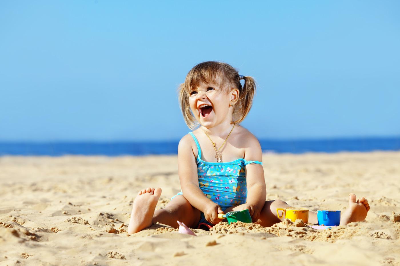 Foto Divertenti Bambini Al Mare giochi da fare in spiaggia insieme ai bambini - hazen magazine